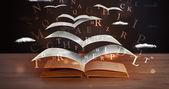 页和发光字母飞出一本书 — 图库照片