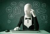 Hacker en máscara morphsuit con virus y pensamientos de hacking — Foto de Stock