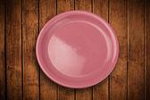 Colorido plato vacío en mesa de fondo Grunge — Foto de Stock