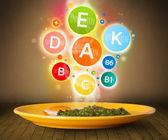 Potraviny deska s chutným jídlem a zdravými vitaminové symboly — Stock fotografie