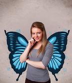 Mladá dívka s motýl modrý obrázek na zadní straně — Stock fotografie