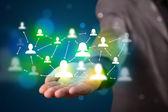 Młody biznesmen prezentacji nowoczesnych technologii sieć społeczną ma — Zdjęcie stockowe