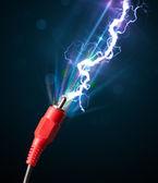 Kabel elektryczny z świecące prądu pioruna — Zdjęcie stockowe