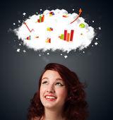 Mujer joven gesticular con concepto de nube y gráficos — Foto de Stock
