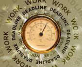 Klokken met werk en deadline ronde schrijven — Stockfoto