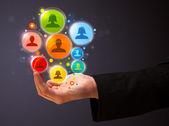 Iconos de redes sociales en la mano de un hombre de negocios — Foto de Stock
