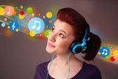 Young woman listening to music with headphones  — 图库照片