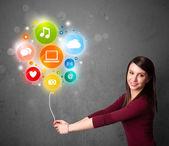 Kadın holding sosyal medya balon — Stok fotoğraf