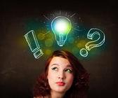 молодой preety подросток с ручной обращается иллюстрации лампочки — Стоковое фото