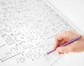 Mano umana abbozzare idee su una carta bianca — Foto Stock