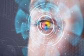 未来的な現代のサイバー技術スクリーン目パネルと男 — ストック写真