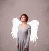 Söt person med illustrerade änglavingar — Stockfoto