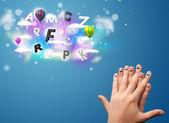 Glad smiley fingrar tittar på färgglada magiska moln och bollen — Stockfoto