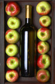 White wine and apples — Stock Photo