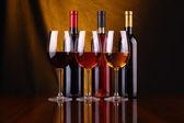 Vinglas och flaskor — Stockfoto