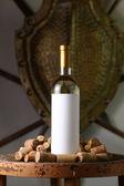 Vino bianco con tappi di sughero — Foto Stock