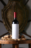 Red wine and corks — ストック写真