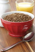 Wheat bran cereal breakfast — Stock Photo