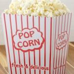 Постер, плакат: Fresh delicious popcorn