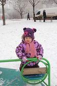 Dziecko na placu zabaw — Zdjęcie stockowe