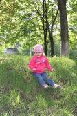 Girl in spring park — Stock Photo