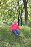 Chica en el parque de primavera — Foto de Stock