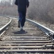 Man walking on railroad tracks - Foto Stock