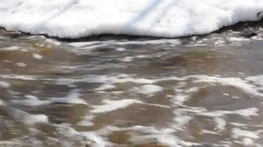 Spring snow melting on the river, in March — Vídeo de stock
