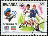 Ruanda - alrededor de 1978: sello impreso por Ruanda, muestra del balompié, ci — Foto de Stock