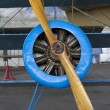 Old aircraft engine with wood propeller, vintage plane close up — Stock fotografie
