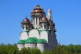 Bouw kathedraal met koepels van de orthodoxe kerk. BA — Stockfoto