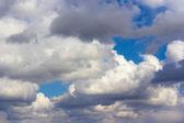 Cielo azul con nubes — Foto de Stock