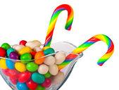 Caramelos coloridos en un vidrio aislado — Foto de Stock