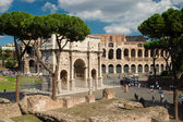 Arch of Constantine and Colosseum in Rome, Italy — Stock Photo