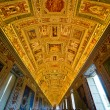 The ceiling of the Geographical Maps gallery in the Vatican muse — Stock Photo