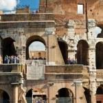 Tourists visiting the Coliseum, Rome — Stock Photo