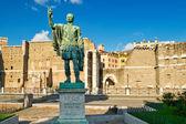 Roma'daki i̇mparator nerva'nın bronz heykeli — Stok fotoğraf