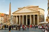 Tourists visiting the Pantheon on october 2, 2012 in Rome, Italy — Stock Photo