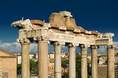 Kolumny świątyni saturna w rzymie — Zdjęcie stockowe
