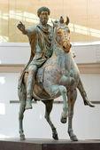Słynny posąg konny marka aureliusza w rzym, włochy — Zdjęcie stockowe