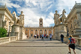 Tourists climb the stairs to Capitoline in Rome — Stock Photo