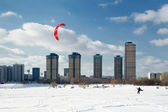 Snow kiting on a frozen lake in Moscow — Stock Photo