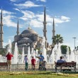 Tourists admiring the view of the fountain and Blue Mosque in Is — Stock Photo