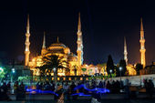 View of the Blue Mosque at night in Istanbul, Turkey — Stock Photo