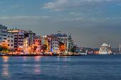 Istanbul e il bosforo di notte — Foto Stock