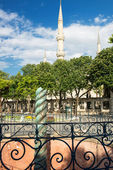 The Serpent Column and Blue Mosque minarets in Istanbul, Turkey. — Stock Photo