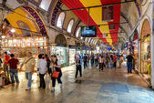 Tourists visiting the Grand Bazaar in Istanbul, Turkey — Stock Photo