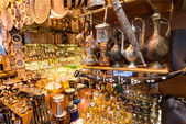 A variety of oriental items offered for sale at the Grand Bazaar — Stock Photo