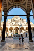 The inner courtyard of the Suleymaniye Mosque in Istanbul, Turkey — Stock Photo