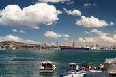Hermosas nubes sobre el estrecho del bósforo, estambul, turquía — Foto de Stock